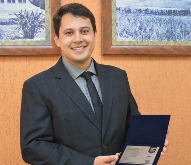 Noticia 3576 - PROFESSOR DA FDSM É DESTAQUE NO MEIO CIENTÍFICO E LITERÁRIO